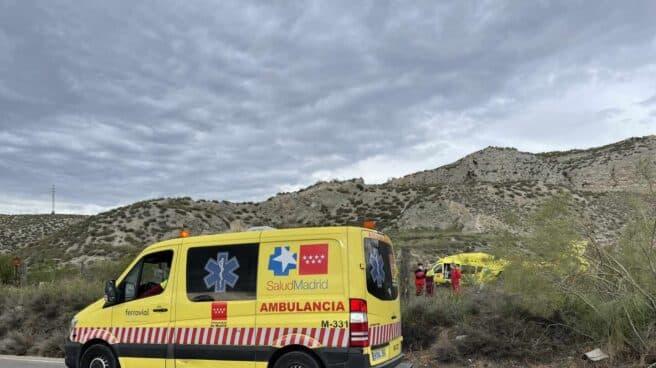 Una ambulancia llega al lugar del accidente en Aranjuez.