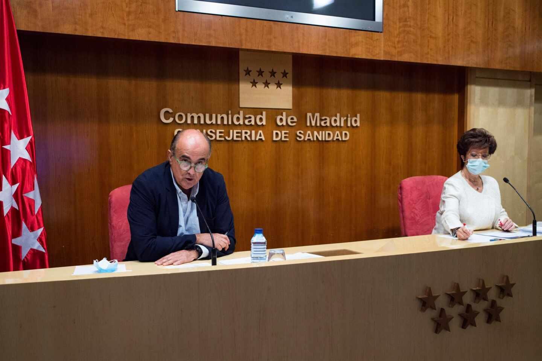 El viceconsejero Antonio Zapatero y la directora general de Salud Pública, Elena Andradas.