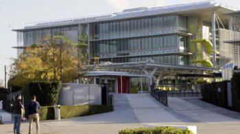 La Guardia Civil registra la sede de Abengoa en Sevilla