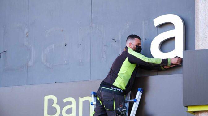 Qué pueden hacer los clientes de ING o Sabadell en los antiguos cajeros de Bankia