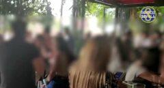Desalojan y precintan un bar de Sevilla con 150 personas en su interior