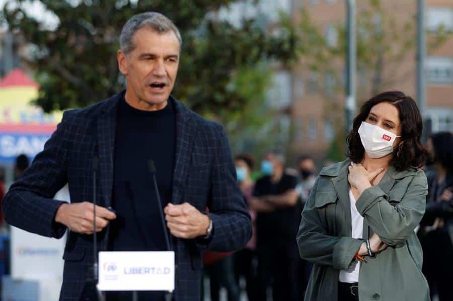 Toni Cantó, durante un acto electoral con Isabel Díaz Ayuso.