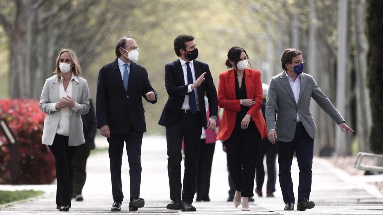 El presidente del PP, Pablo Casado, acompañado de Ayuso, Almeida, García-Escudero y Camins