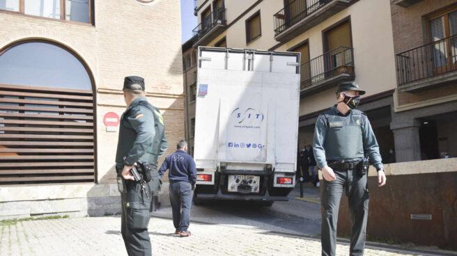 Agentes de la Guardia Civil, de servicio en Barbastro (Huesca).