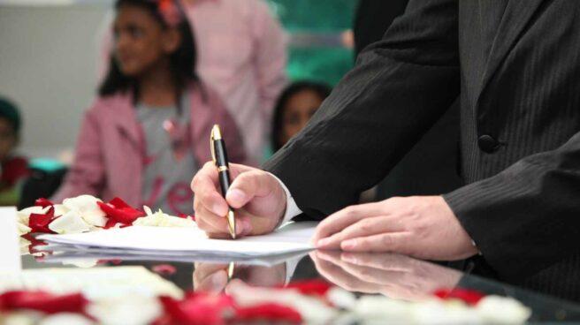 a partir del 30 de abril las parejas que lo deseen podrán formalizar ante notario el acta previa o expediente matrimonial