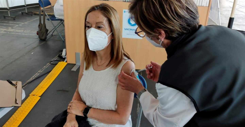 Ana Pastor vacunándose con AstraZeneca