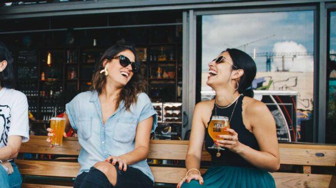 Gastrofestival Marid 2021: dos mujeres tomando cerveza en una terraza