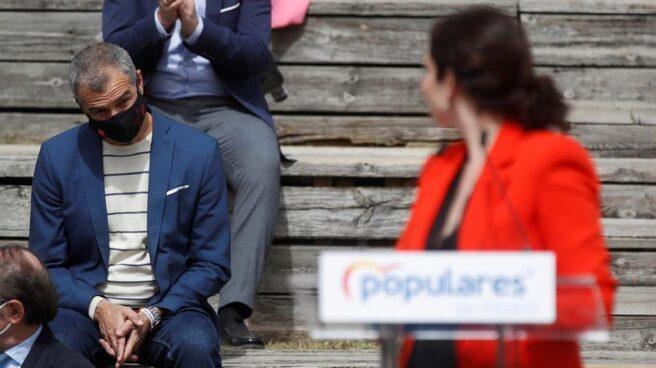 El 'número 5' de la candidatura del PP para el 4-M, Toni Cantó; y la presidenta de la Comunidad de Madrid, Isabel Díaz Ayuso.