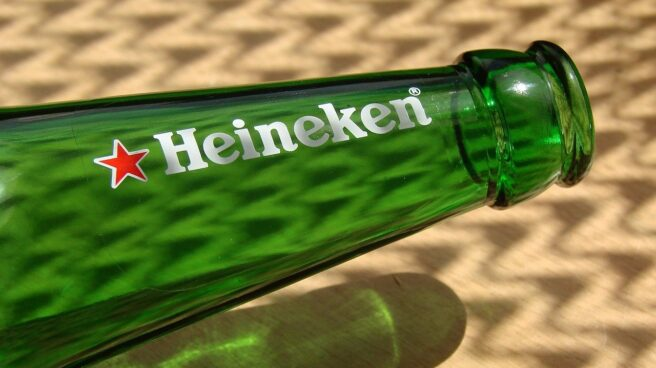 Una botella de Heineken