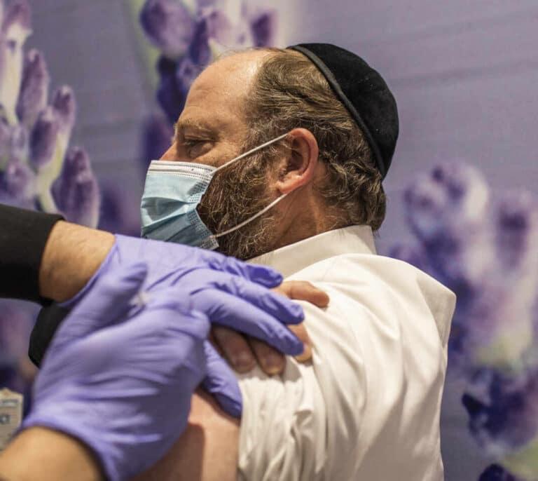 La experiencia en Israel confirma que la vacuna de Pfizer también evita el contagio