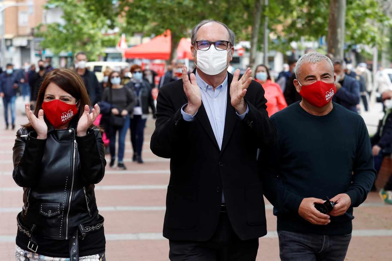 Adriana Lastra, Ángel Gabilondo y Jorge Javier Vázquez, durante un acto del PSOE en Vallecas.