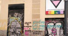 Vandalizan la sede del colectivo LGTB en Madrid con mensajes homófobos