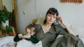 Casi 600.000 mujeres no buscan empleo en España por estar al cuidado de hijos u otros familiares