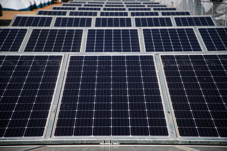 Imagen de una placa solar instalada en Extremadura