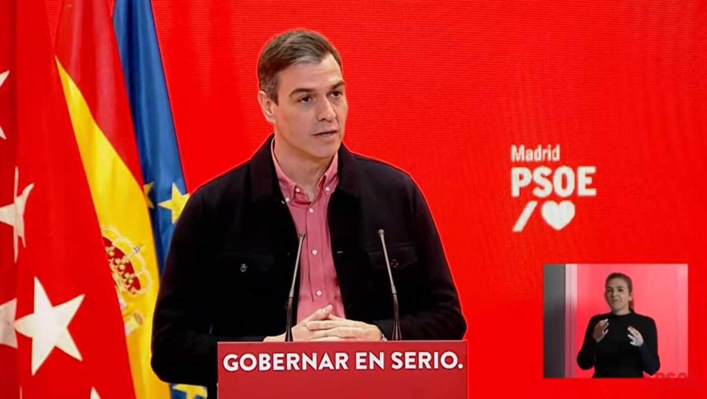 El presidente del Gobierno, Pedro Sánchez, en un acto este domingo junto al candidato socialista a presidir la Comunidad de Madrid, Ángel Gabilondo.