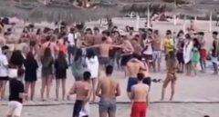 Varios jóvenes se pegan en combates de boxeo ilegales en una playa de Tenerife