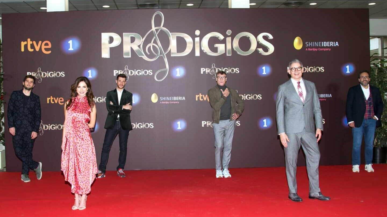 Lucas Vidal, Paula Prendes, Andrés Salado, Nacho Duato, Boris Izaguirre y José Manuel Zapata, en la presentación de la tercera temporada de 'Prodigios'.