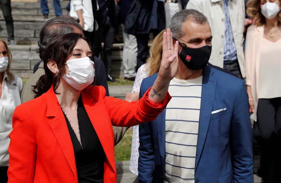 La presidenta de la Comunidad de Madrid, Isabel Díaz Ayuso; y el 'número 5' del PP para el 4-M, Toni Cantó