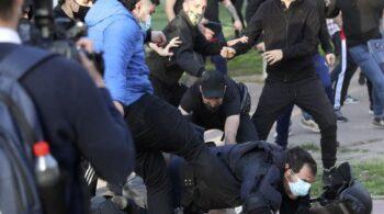 Detenido el joven de 21 años que pateó a un policía en el acto de Vox en Vallecas