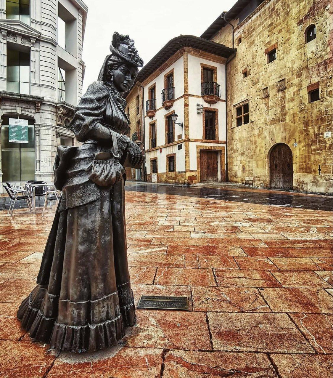 Estatua de La regenta en Oviedo (Asturias)