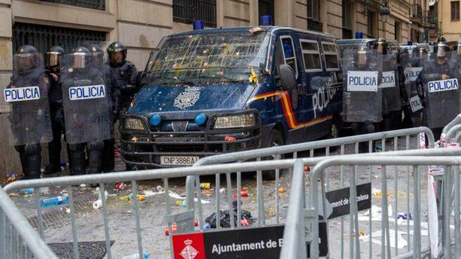 Agentes de la UIP, desplegados en el centro de Barcelona tras la sentencia del 'procés'.