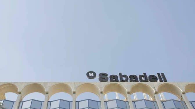 Los sindicatos buscarán convertir el ERE de Sabadell en un acuerdo de prejubilaciones