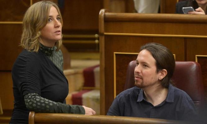 Fotografía de archivo. Tania Sánchez y Pablo Iglesias en el Congreso.