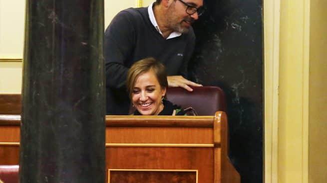 Iglesias envía a Tania Sánchez al gallinero, detrás de una de las columnas del hemiciclo.