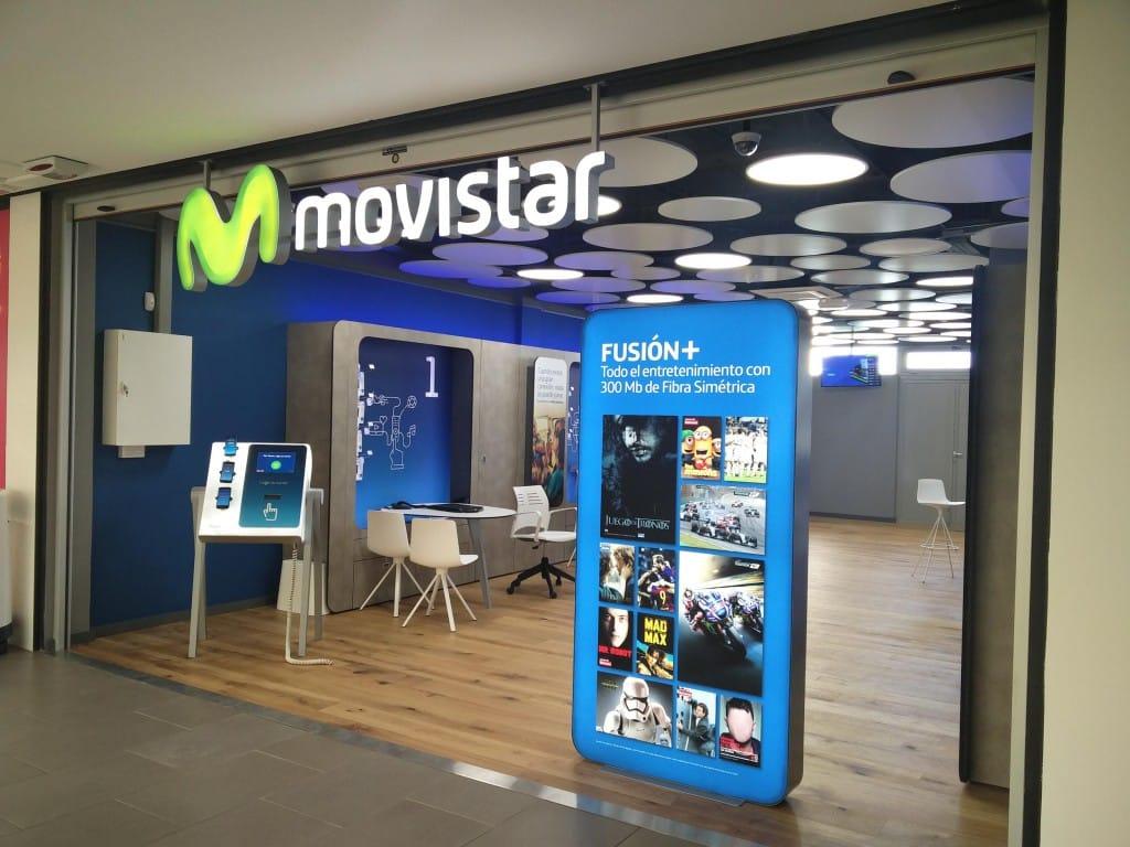 Una tienda de Movistar en un centro comercial de Madrid