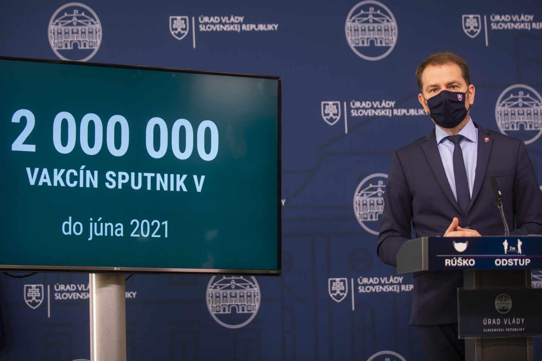 El primer ministro de Eslovaquia da una rueda de prensa sobre las vacunas rusas Sputnik V.