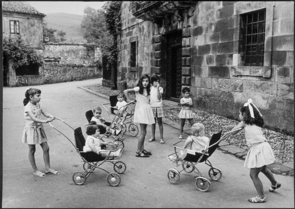 Gerardo Vielba. Niñas de Liérganes. Cantabria-1968 ©Archivo familia Vielba
