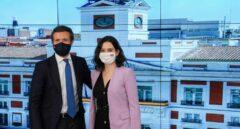 El presidente del PP, Pablo Casado, junto a la presidenta madrileña en funciones, Isabel Diaz Ayuso
