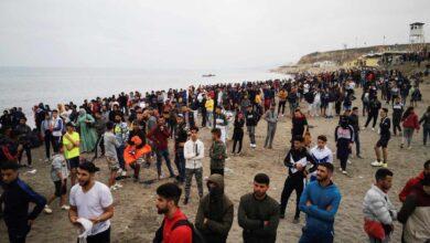 """""""Puede disparar los contagios"""", el temor de los médicos de Ceuta tras la llegada de miles de marroquíes sin mascarilla"""