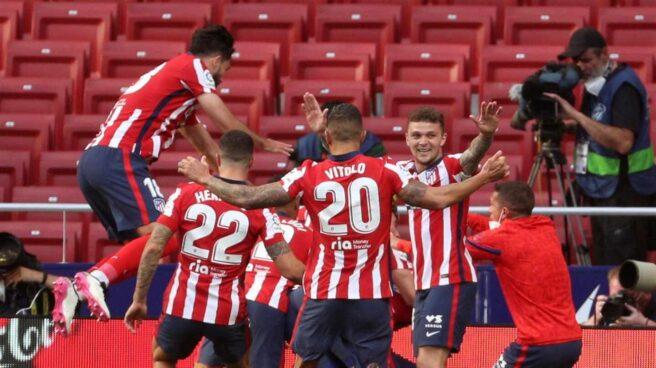 Los jugadores del Atlético de Madrid celebran el gol de Luis Suárez ante Osasuna