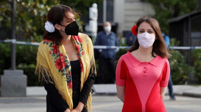 De los pendientes de Ayuso al mantón chulapo de Rita Maestre: la política se viste de San Isidro