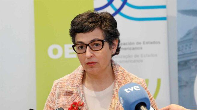La ministra de Asuntos Exteriores, Arancha González Laya, se dirige a medios de comunicación
