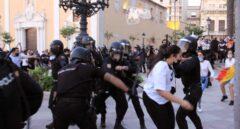Decenas de personas protestan contra Abascal en Ceuta tras prohibir el Gobierno el acto de Vox