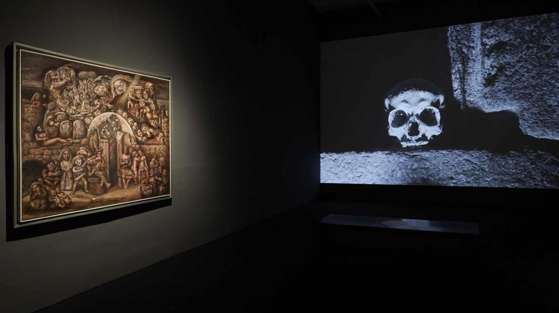 A la izquierda, 'Trasmundo', de Laxeiro. De frente, imagen de 'Acariño galaico', de José Val del Omar