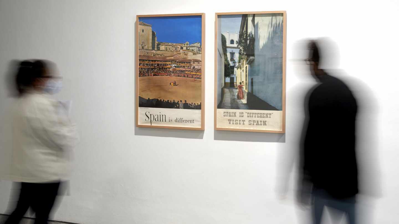 Carteles 'Spain is different', publicados por el Ministerio de Turismo durante la época de Manuel Fraga como ministro.