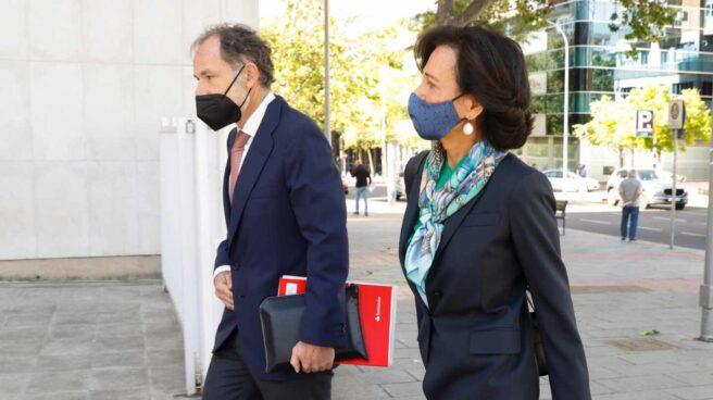 Ana Patricia Botín llega a los Juzgados.
