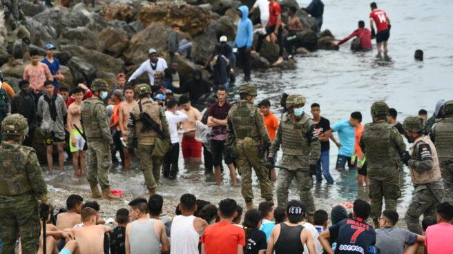 Menores en la llegada masiva a Ceuta en mayo por la playa del Tarajal.