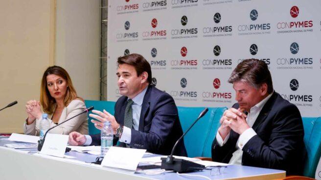La secretaria general de la unión de autónomos UATAE, María José Landaburu; el presidente de Conpymes, José Luis Roca y el presidente de PIMEC, Antoni Cañete, durante el acto de presentación de Conpymes.