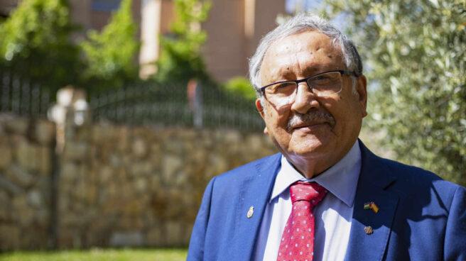 El embajador de Palestina en España, Musa Amer Odeh, en el jardín de la Embajada de Madrid
