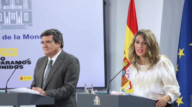El ministro de Seguridad Social y Migraciones, José Luis Escrivá, y la ministra Trabajo y Economía Social, Yolanda Díaz, en una imagen de archivo.