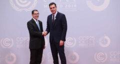 Pedro Sánchez posa junto al presidente de Marruecos, Saadeddine Othmani.