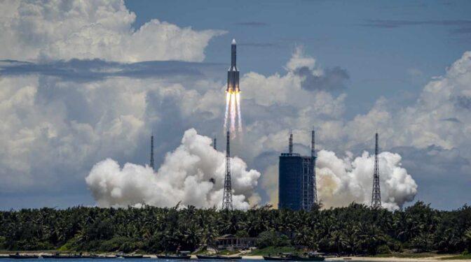 Caen restos del cohete chino fuera de control cerca de Maldivas