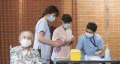 La enfermería vasca alerta de falta de un plan de personal ante el pico de vacunación en verano