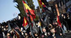 Varias personas participan en una marcha neonazi por la División Azul en Madrid