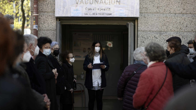 La vacuna llega al 95% de los mayores de 60, un punto de inflexión en la pandemia