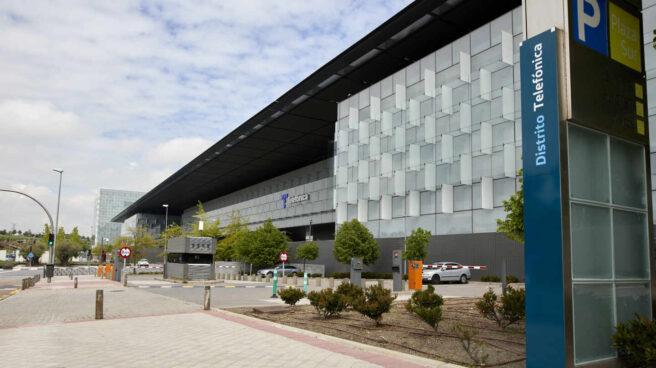 Edificio de la sede de Telefónica, a 27 de abril de 2021, en Madrid, (España). Telefónica ha cambiado su imagen por primera vez en más de dos décadas con un nuevo logo que rememora las míticas cabinas telefónicas